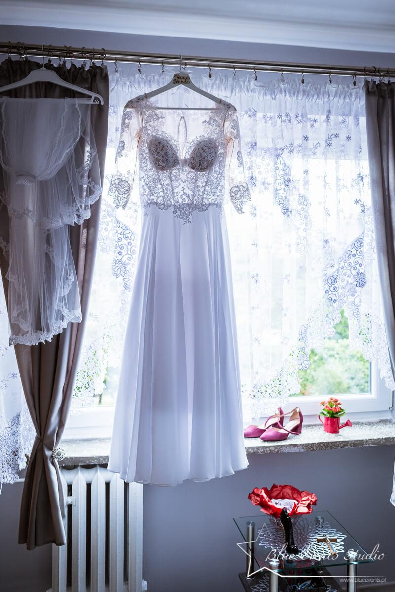 fotografia na ślub Stalowa Wola - przygotowania młodej