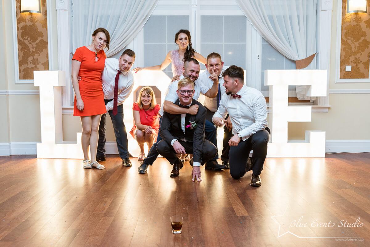 zdjęcia grupowe w Stalowej Woli na ślubie