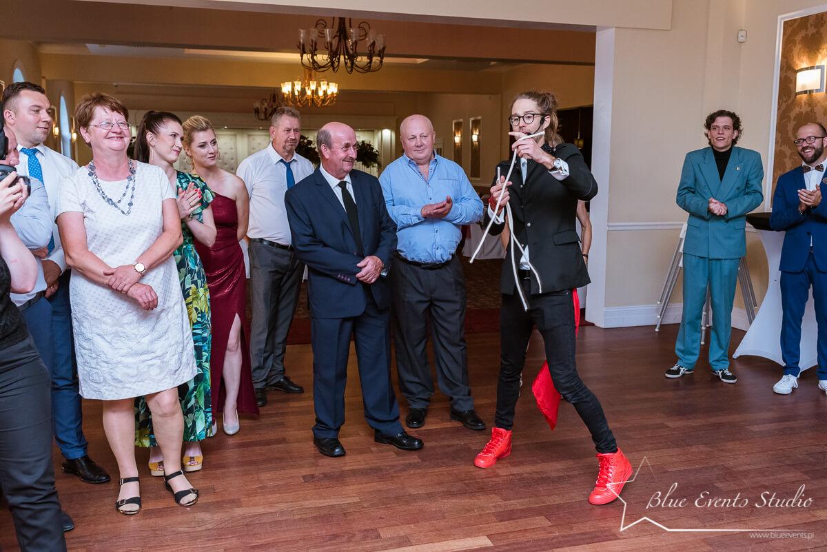 fotograf ślubny Stalowa Wola na pokazie w czasie wesela