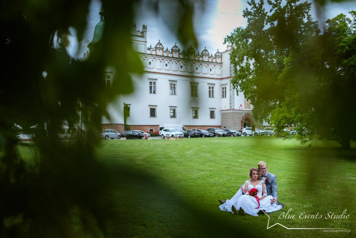 sesja plenerowa na zamku w Baranowie