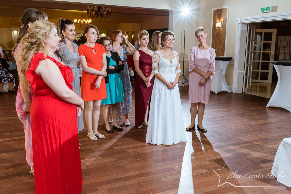 zdjęcie ślubne z oczepin Stalowa Wola